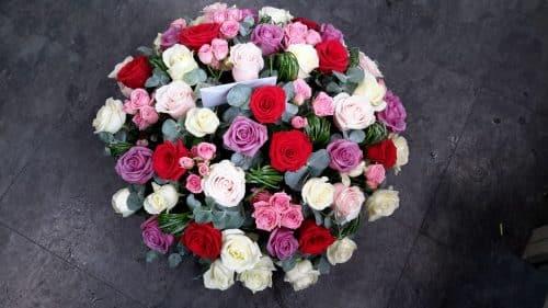 Coussin rose et blanc